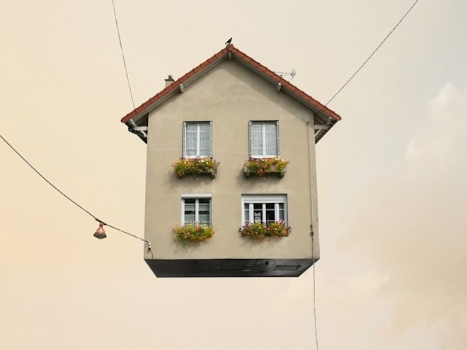 Flying Houses af Laurent Chehere - http://www.laurentchehere.com